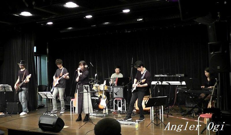 なるせ音楽教室は、生バンドサポートによる発表会を毎年行っています。