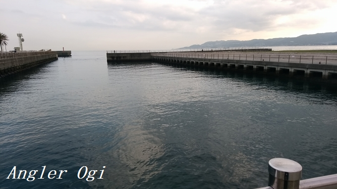 垂水漁港の、通称温泉裏です。