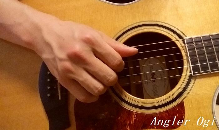 フィンガーピッキングフォームその2、小指はたたみます。